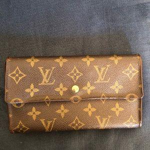 Vintage Authentic Louis Vuitton Wallet🌟